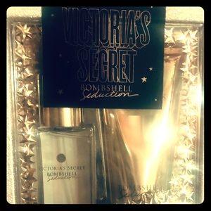 NIB. Victoria secret bombshell gift box